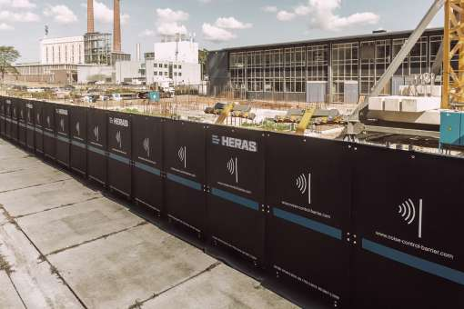 Noise barrier for limiting noise nuisance from construction works.