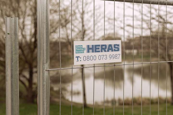 Heras fence Ive 5910 Nameplate